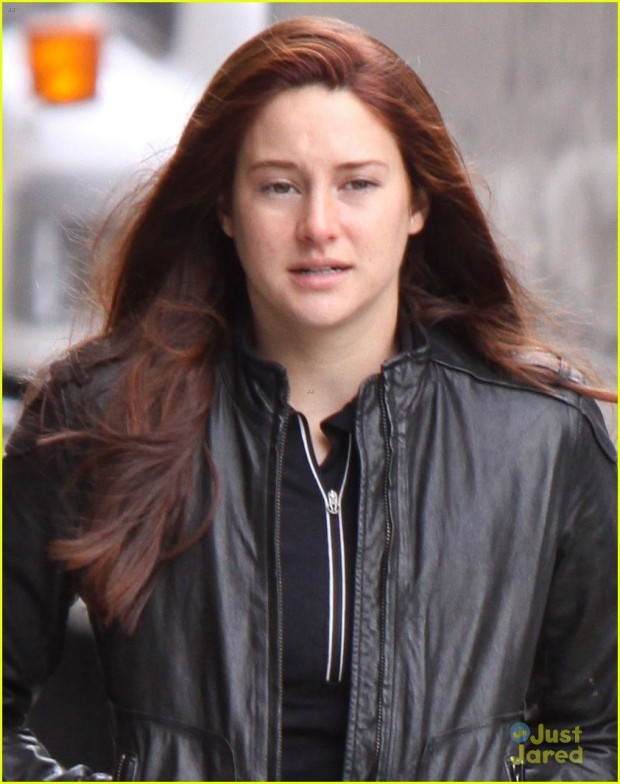 shailene-woodley-red-hair-for-amazing-spider-man-2-filming-02