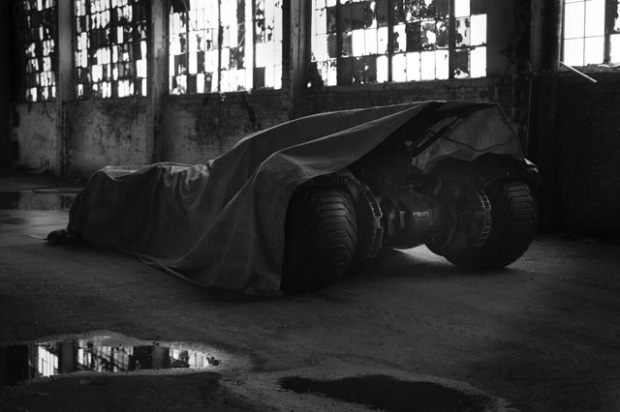 batmanvssupermanbatmobilesmall
