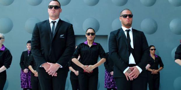 o-AIR-NEW-ZEALAND-MEN-IN-BLACK-ALL-BLACKS-IN-FLIGHT-facebook