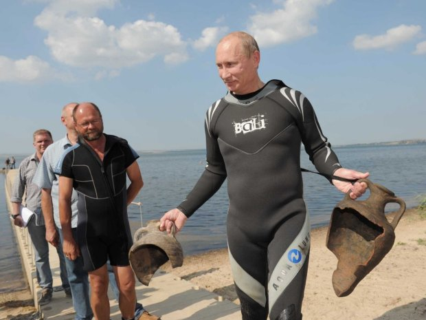 the-hunt-was-successful-given-that-putin-found-two-amphorae-that-were-placed-there-by-the-archaeologists-beforehand