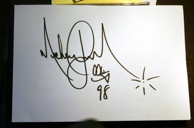AutographPaperCut