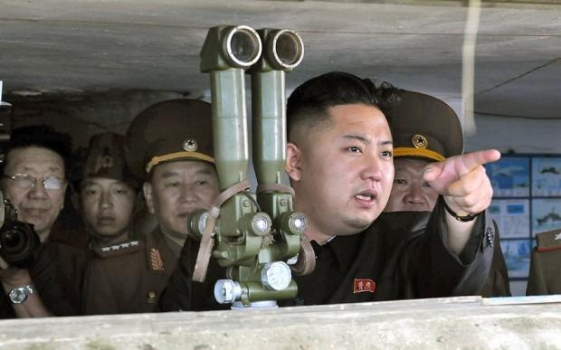 jong-un-binoculars_2767382k